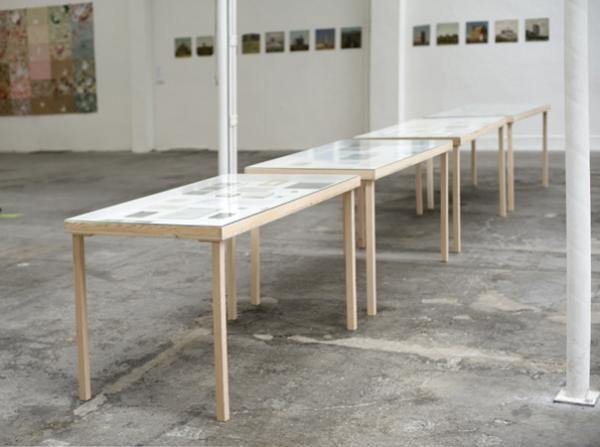 Kontinuum, 2013, 4 Tischvitrinen mit Arbeiten auf Papier, Polaroids, Fotos und kleinen Objekten von 1997 -