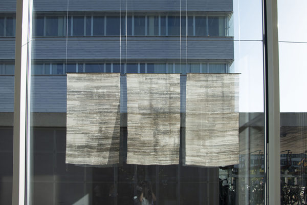 So wars (nicht wahr?), 2019, Text auf Seide, 170x100 cm