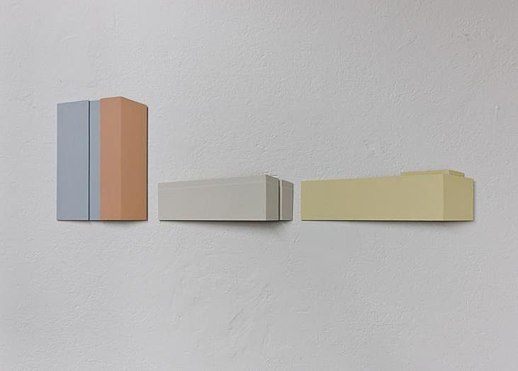 Bild mit drei Häusern 1  2008 Holz, Acryl matt 170 x 52.5 x 5 cm