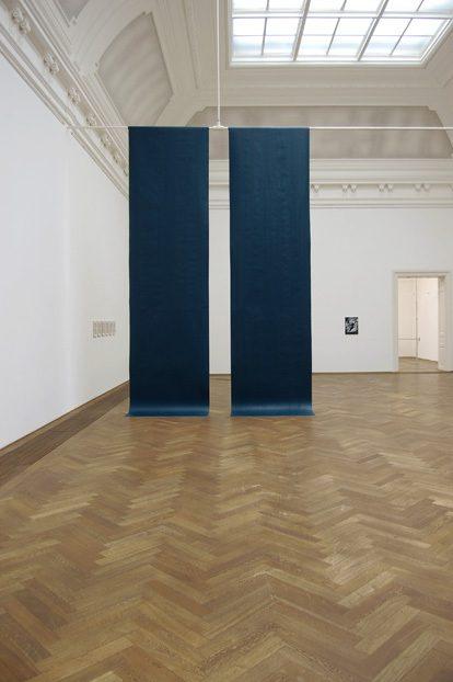 Bedingungen der Konstanten 2009;  Installation Acrylics on paper, adhesive tape 5,60x0,65x3,40m;  Kunsthalle Basel