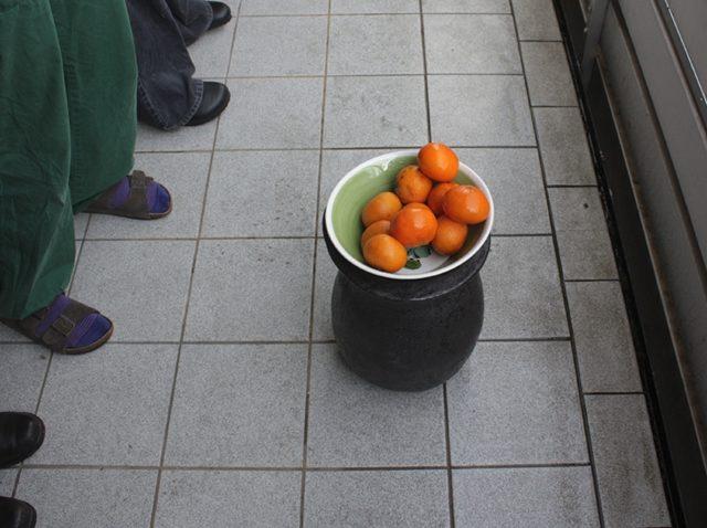 A LANCIARE MANDARINI, NON SO, 2012. Performing a new ritual.
