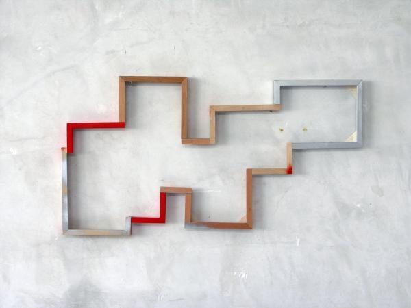 Den Rahmen sprengen, 2015, 47 x 90 cm, zersägte Bilderrahmen.