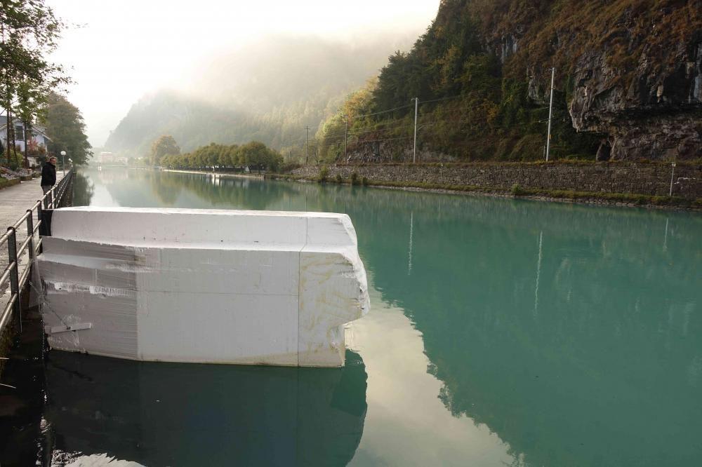 Gletscher Brocken, kunstimfluss, Interlaken 2016, Styropor Rohblock, 5 x 2 x 1.6 m