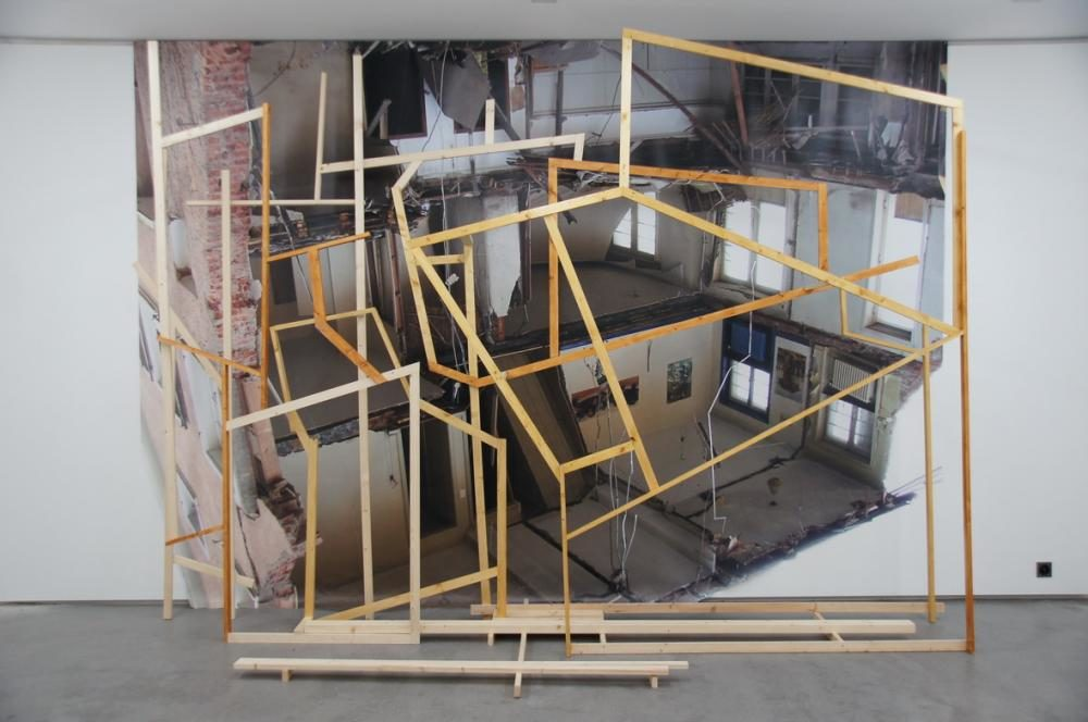 Ich baue Kunst 2, 2013, Uninhabitable Objects, Bündner Kunstmuseum, Chur, H3.30m x 4.40m, Photoblache, Holz