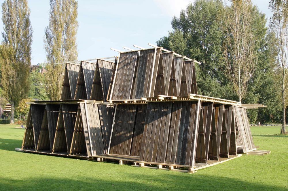 Winterlager, 2014, Jetzt Kunst, Strandbad Marzili, Bern, Konstruktion aus 190 Liegerosten und Kantholz, H 4.3m x 10 m2