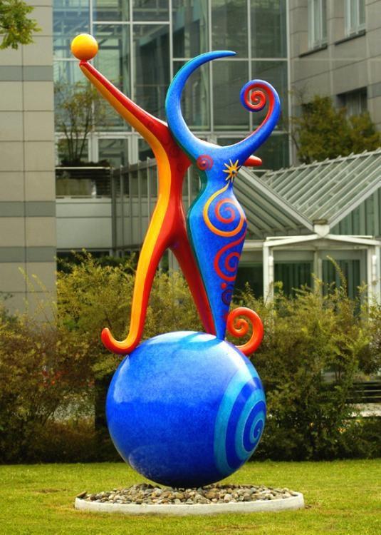 Les amoureux vor der Schulthess Klinik in Zürich, 2003, 335x220x150 cm, Metall und Polyester wetterfest bemalt