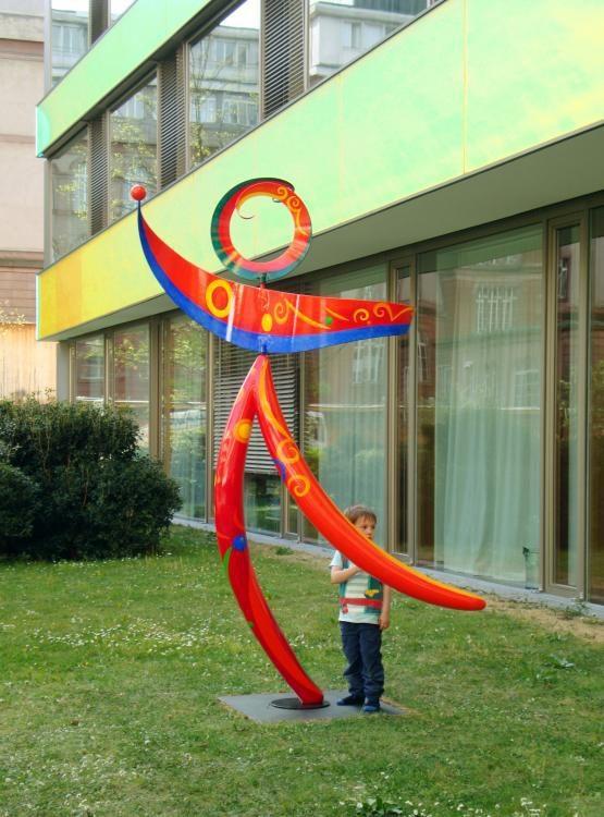 Spirossa im Universitäts-Kinderspital beider Basel, 2013, 275x198x148cm, Metall und Polyester wetterfest bemalt