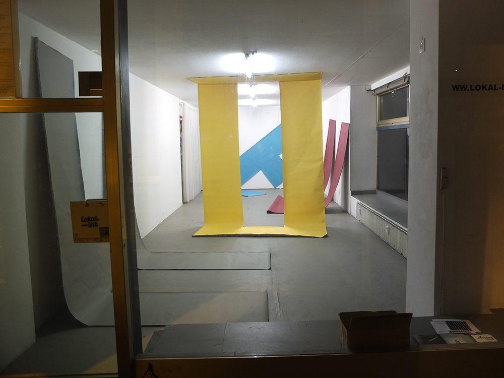 Homecoming, 2018, Ausstellungsansicht im lokal-int Biel, 4 Buchstaben Acryl auf Leinwand, je 400 x 210cm (Foto: ® Chri Frautschi)