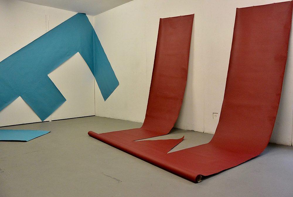 Homecoming, 2018, Ausstellungsansicht im lokal-int Biel, 4 Buchstaben Acryl auf Leinwand, je 400 x 210cm (Foto: ® Hans Jörg Bachmann)