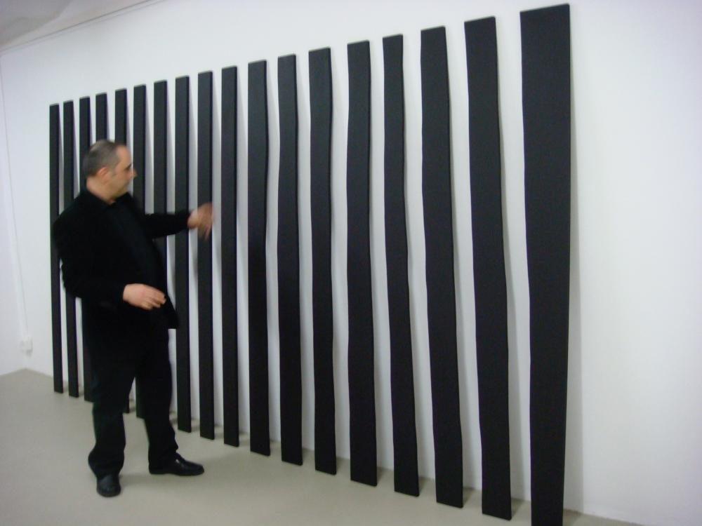 """""""Linee"""", 2009, Grösse variabel (2 x 200 x 200 cm; aufgeteilt in 18 Teile), Acryl auf MDF"""