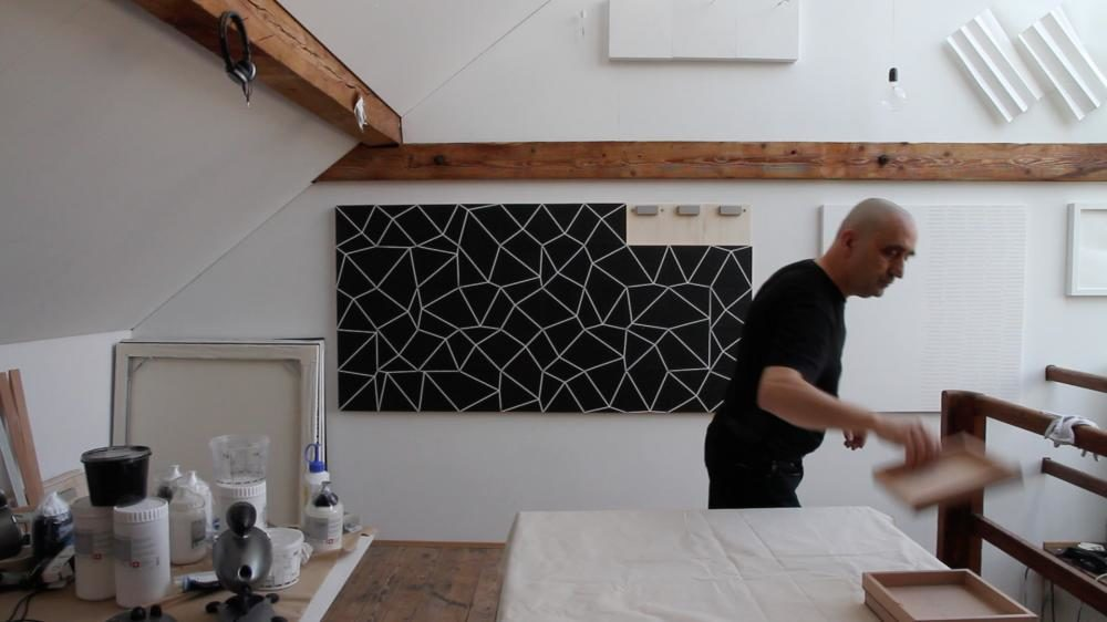 """dArts"", 2015, 100x200x3.5 cm ( 50 Teile à 20x20x3 cm) und 2 Steeldarts; Acryl  auf Holz"