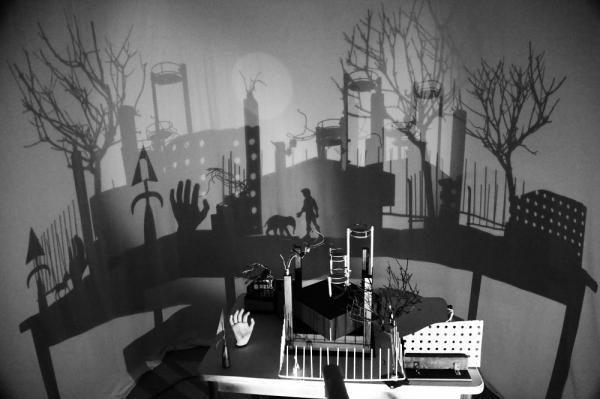 Licht-Schatten-Bilder, 2016/2017, Objektinstallationen, Licht/Schatten Projektionen