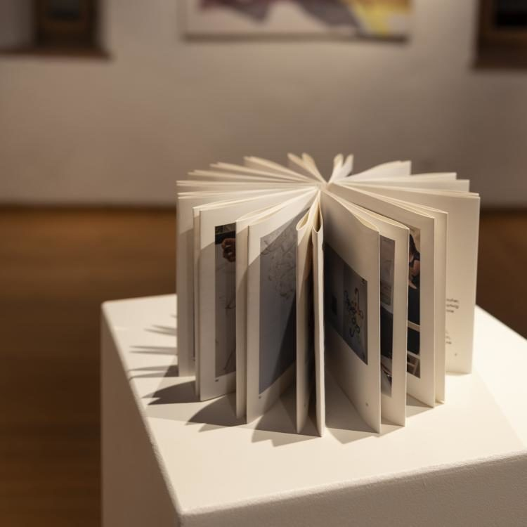 Forum Künstlerbuch Basel: Texturen, 2018. Pigmentdruck auf Enhanced Matte Paper, Auflage: 20 Ex. Format: 12,5 x 10 cm (in Blechbüchse 14,5 x 11,5 cm)