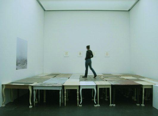 Auftischen, 2009 div. Tische Atelierhaus Nairs, Kunstmuseum Luzern