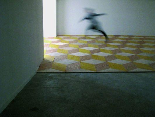 Raumreiberei, 2010, 3-Schicht Platten, Schalungstafeln und OSB Platten, Stück mit Musikern und Tänzerinnen, Ausstellungsraum Klingental Basel