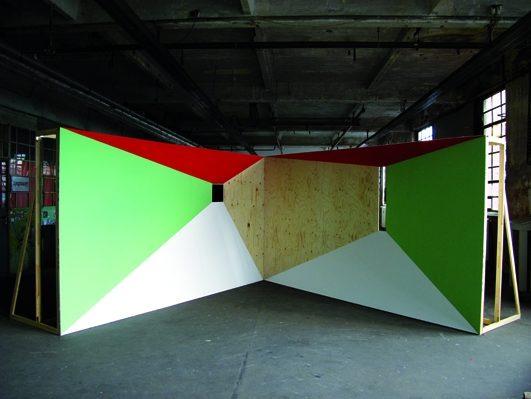 Flucht II, 2012, Fichtensperrholz bemalt, Gruppenausstellung am Flutgraben, Berlin