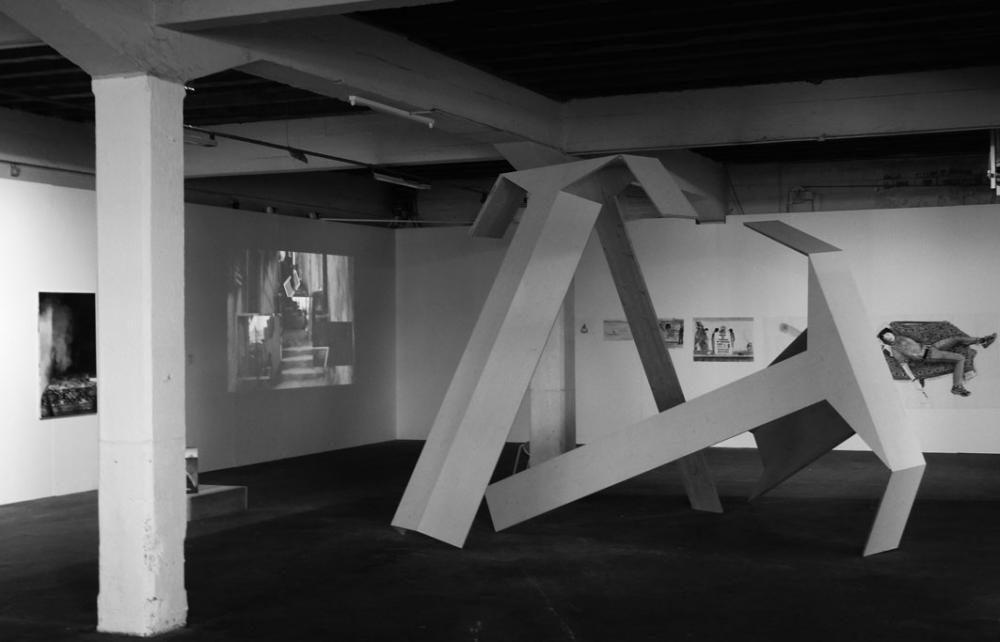 Unterstützen, 2011, 3-Schicht Platten weiss lasiert, Kunstkredit Stadt Basel, Zollfreilager Basel