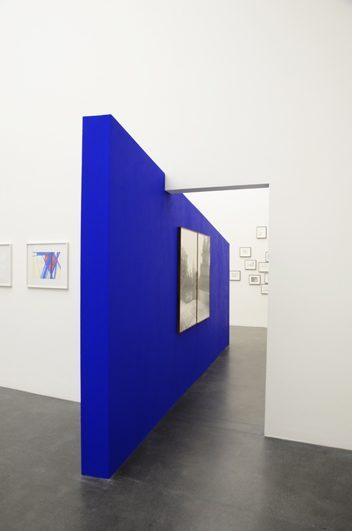 Rhinstrasse, 2012, 2.5 x 5 m, Spanplatten ultramarin bemalt, Kunstmuseum Luzern