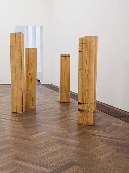 Dummes Holz, 2016, circa 150-200/30/30cm  pro stück, 5 Hölzer und Parfüm (Blood smell)