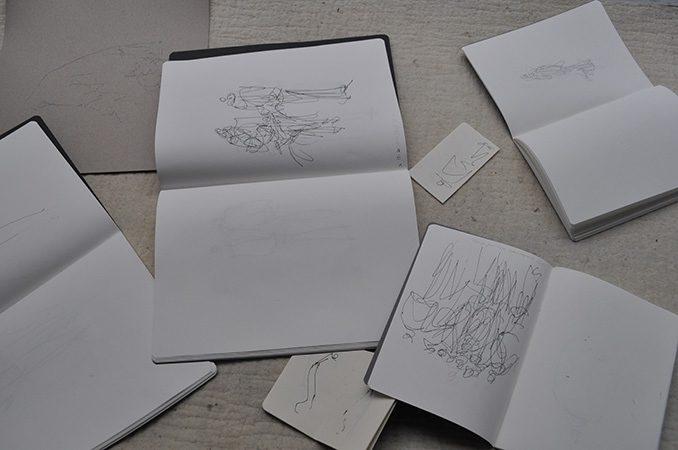 """""""Ausgestellt"""", zeichnerische Aktion, variable Dimension, 2015"""