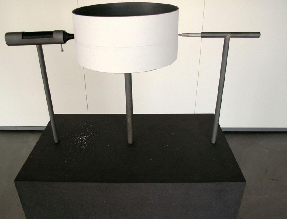 Round about machine, 2012, Stahl, elektrischer Radiergummi, Bleistift, Papier, MDF, Getriebemotor