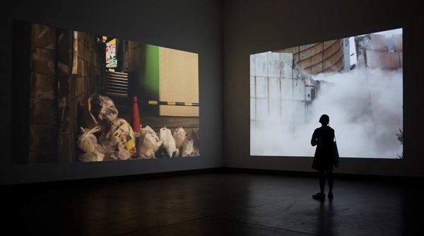 """Ausstellungsansicht moving surface, 2012, mit """"to be continued"""" (HD-video 32'), """"WIE VON SELBST"""" (HD-video, 30')"""
