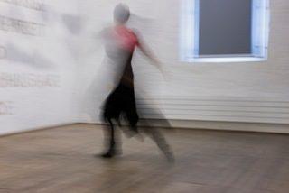 Performative Führung durch die Ausstellung Mahlzeit, Rothushalle, Solothurn, Foto Andreas Gerth 2013
