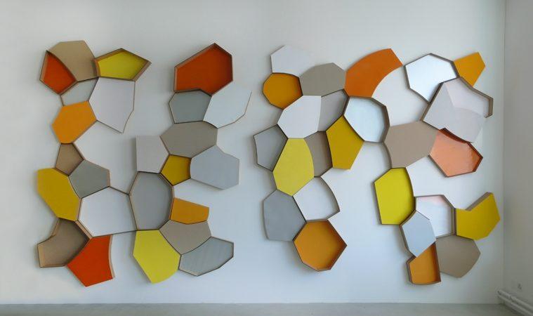 Teile zu möglichen Ganzen | 2012 | 4 x 2.5 m | Wellpappen, Chromolux