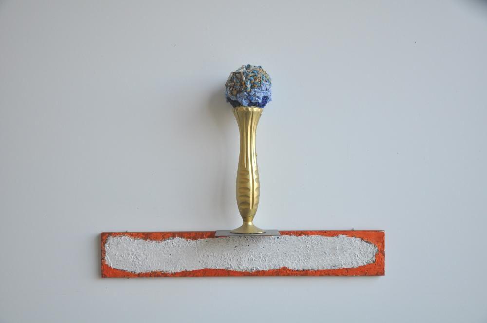 Pokal, 2011, 48 x 60 10 cm, Glas,  Farbe, Metall, Holz, Regenschirmbänder