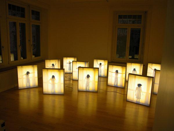 Blinde Date, Fotoperformance, Installation, 12 Grossdiapostive in Leuchtkästen je 65x55x8.5x9cm