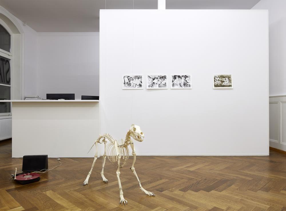 I wanna be your dog, Installation, Plattenspieler, Hundeskelett, Stadtgalerie Bern, 2016