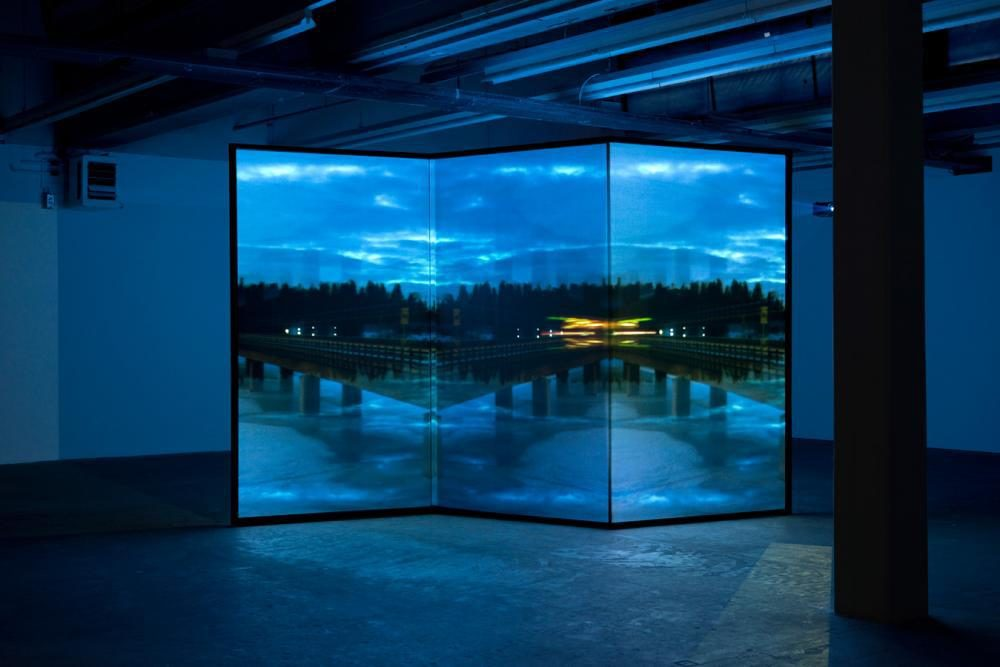 Moebius Metro, 2012, 10x10m, 3 Kanal Videoinstalltion