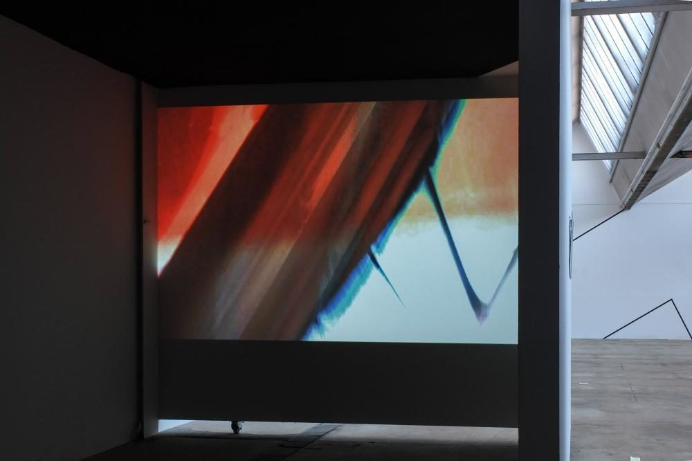 Fabrikcouture, 2013, Masse Variabel, Video, Installationsansicht