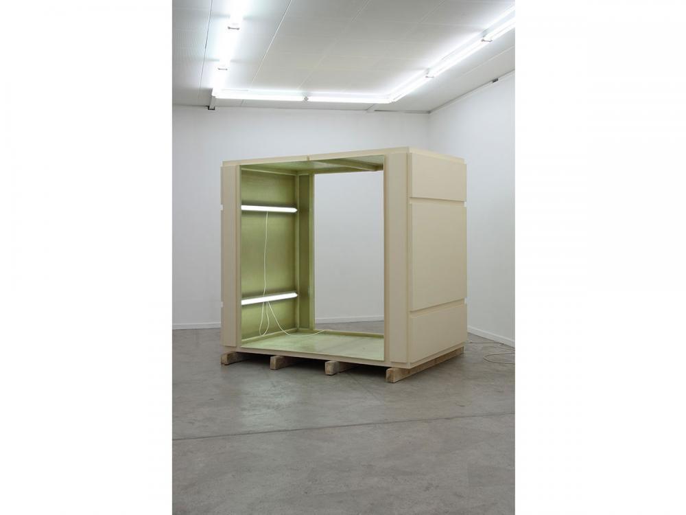 FRAGMENT . Objekt-Installation (2010) / Polyester, FL- Röhren, Vierkant-Hölzer / L2.35xB1.50xH2.06m / Installation, Ausstellungsraum Klingental, Basel.