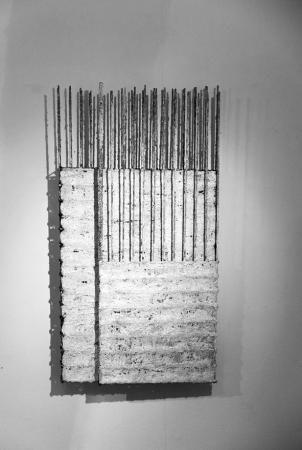 Bruchstücke IV 2013 64 x 34 x 7 cm Eisen, Gaze, Lehm, Kalk