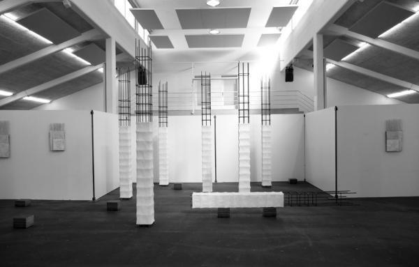 Türme türmen 2014 305 x 550 x 400 cm Eisen, Zement, Kalk