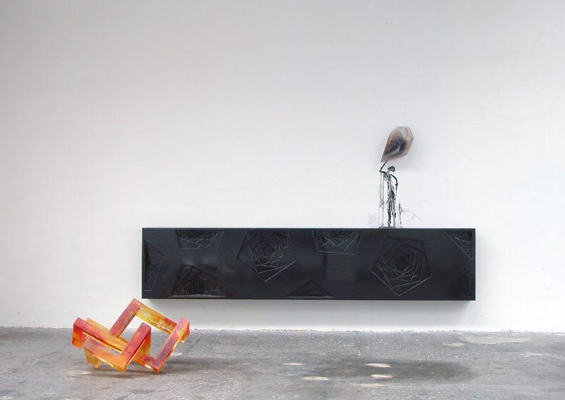 Feuerstelle, Anrichte, Stein mit Fleck, 2009, Polyester, Pigment, Holz, Epoxy, Tusche