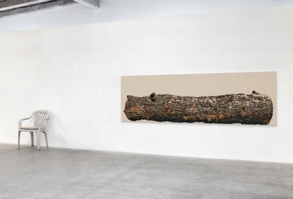 Materialisation I & II, 2013, 90 cm x 300 cm, 94 cm x 55 cm x 64 cm, Acryl auf Baumwolle, Plastik
